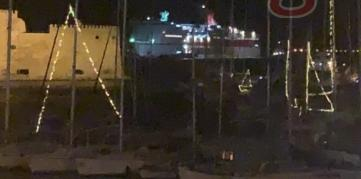 Ηράκλειο : Ρήγμα στο Φαιστός Παλλάς από την πρόσκρουσή του με 270 επιβάτες στον λιμενοβραχίονα