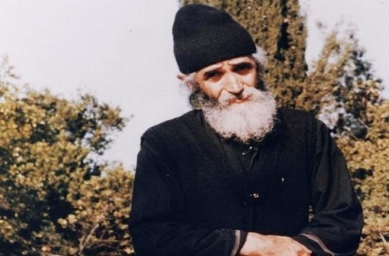 Γέροντας Παΐσιος : Πριν μονάσει ήταν ξυλουργός | in.gr