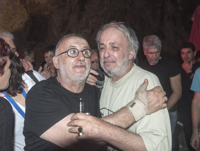 Ο Ανδρέας Μικρούτσικος αποχαιρετά τον αδελφό του με 10 ανατριχιαστικές λέξεις | in.gr