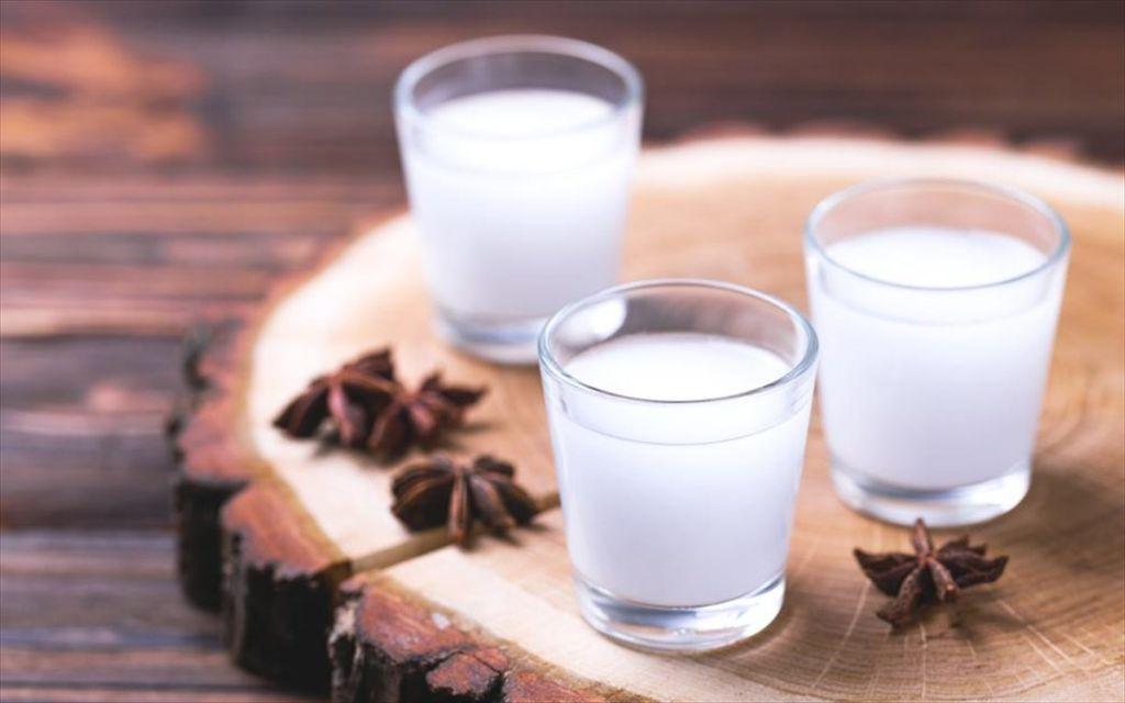 Ποιοι πίνουν πιο πολύ ούζο από τους Έλληνες;