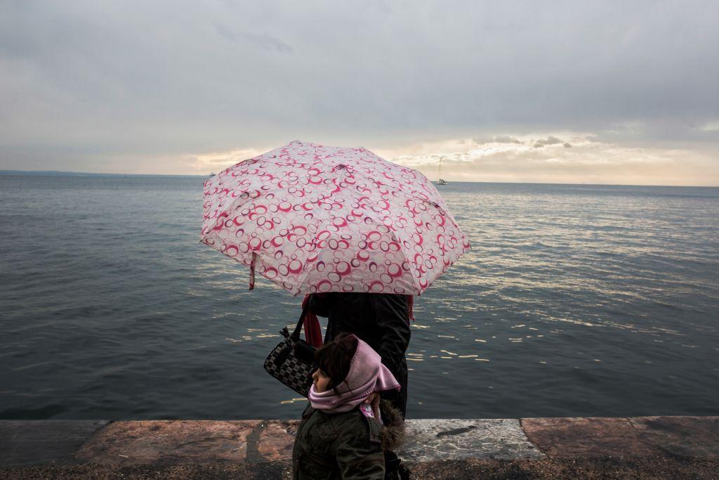Καιρός: Βροχές, ισχυροί άνεμοι και σκόνη την Τετάρτη