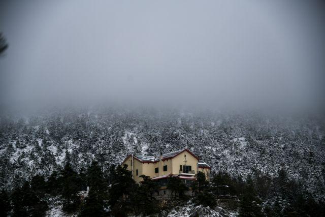 Η χιονισμένη Πάρνηθα από ψηλά