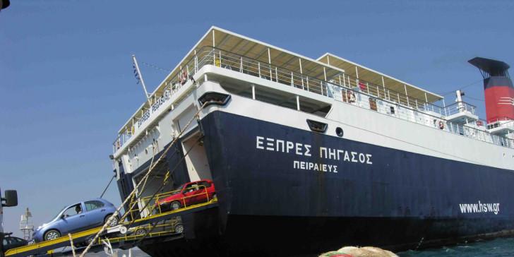 Ταλαιπωρία επιβατών λόγω βλάβης του Εξπρές Πήγασος στο λιμάνι του Λαυρίου