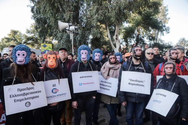 Συνέδριο ΓΣΕΕ: Με μάσκες το μπλόκο του ΠΑΜΕ [εικόνες]
