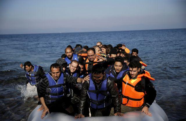Ανταλλαγή «πυρών» μεταξύ κυβέρνησης – ΣΥΡΙΖΑ για το προσφυγικό