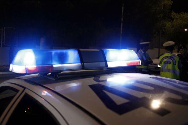 Διέρρηξαν χρωματοπωλείο με εισβολή αυτοκινήτου στον Ασπρόπυργο