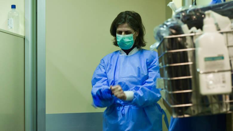 Καταγγελία ΠΟΕΔΗΝ : Η 40χρονη έχει διασπείρει τον κοροναϊό στο «Σωτηρία» | in.gr