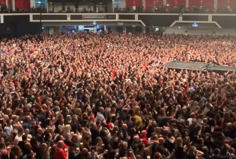 Κοροναϊός: Τον χαβά τους οι Βρετανοί – Λαοθάλασσα στις συναυλίες των Stereophonics | in.gr