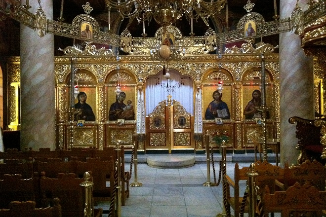 Κοροναϊός : Σε ποια απόφαση προσανατολίζεται η κυβέρνηση για τις εκκλησίες το Πάσχα