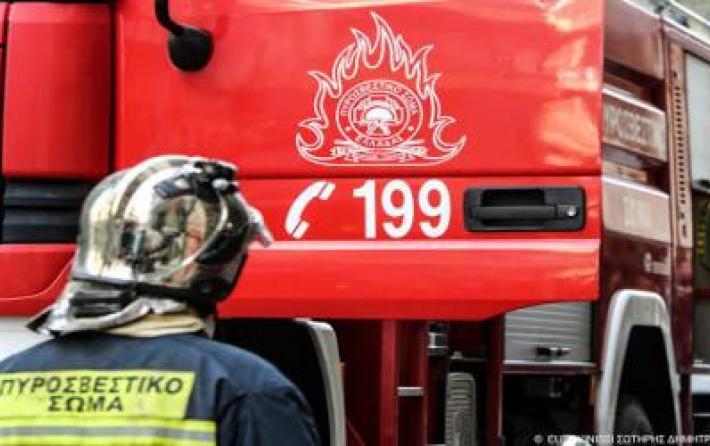 Πυρκαγιά σε σκάφος στο Μικρολίμανο [Εικόνες]
