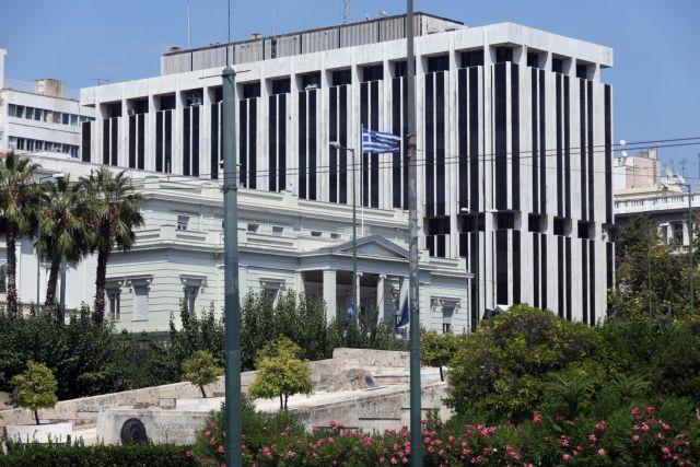 Κοροναϊός: Το ΥΠΕΞ υψώνει την ισπανική σημαία ως ένδειξη αλληλεγγύης