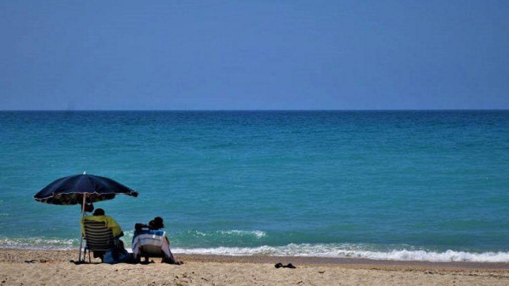 Κοροναϊός : Με απόσταση φέτος μπάνιο στη θάλασσα