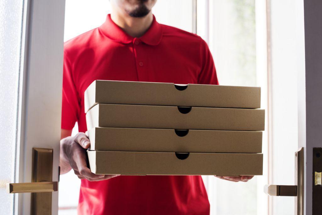 Πόσο επικίνδυνο είναι το delivery και το έτοιμο φαγητό; – Τι πρέπει να προσέχουμε