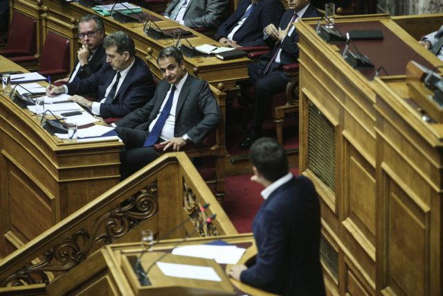 Σε «μονομαχία» στη Βουλή καλεί ο Τσίπρας τον Μητσοτάκη για το «μαξιλάρι» των 37 δισ. ευρώ