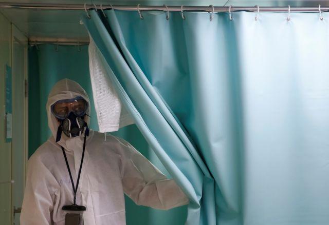 Ρωσία : Οργισμένοι οι γιατροί καθώς τα νοσοκομεία της χώρας μπαίνουν σε καραντίνα