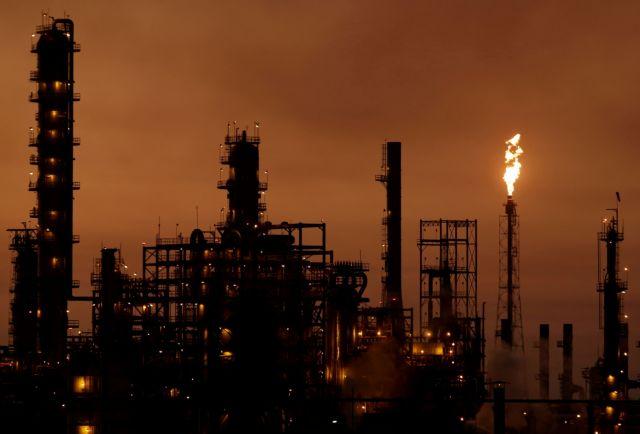 Το πετρέλαιο κατρακυλάει, με τις αποφάσεις του OPEC+ να μην καταφέρνουν να πείσουν την αγορά