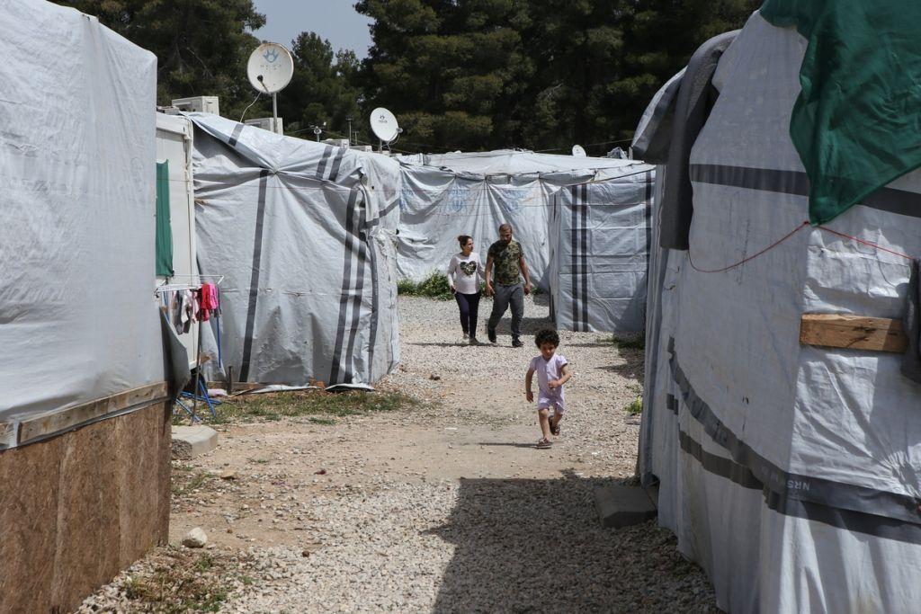 Κοροναϊός : Έλεγχος στο κέντρο προσφύγων Ριτσώνας από κλιμάκιο του ...