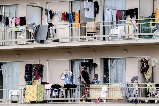 Κοροναϊός : Αλλαγή στρατηγικής μετά τη χρεοκοπία των κυβερνητικών μέτρων στις προσφυγικές δομές | in.gr
