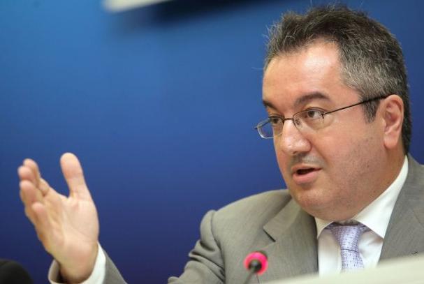 Μόσιαλος στην El Pais: Το εμβόλιο του κοροναϊού δεν θα καταλήξει μόνο σε πλούσιες χώρες