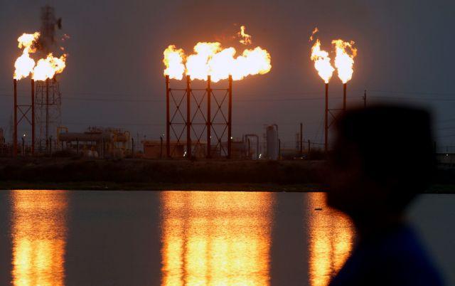Ξανά κάτω από το μηδέν το αμερικάνικο πετρέλαιο