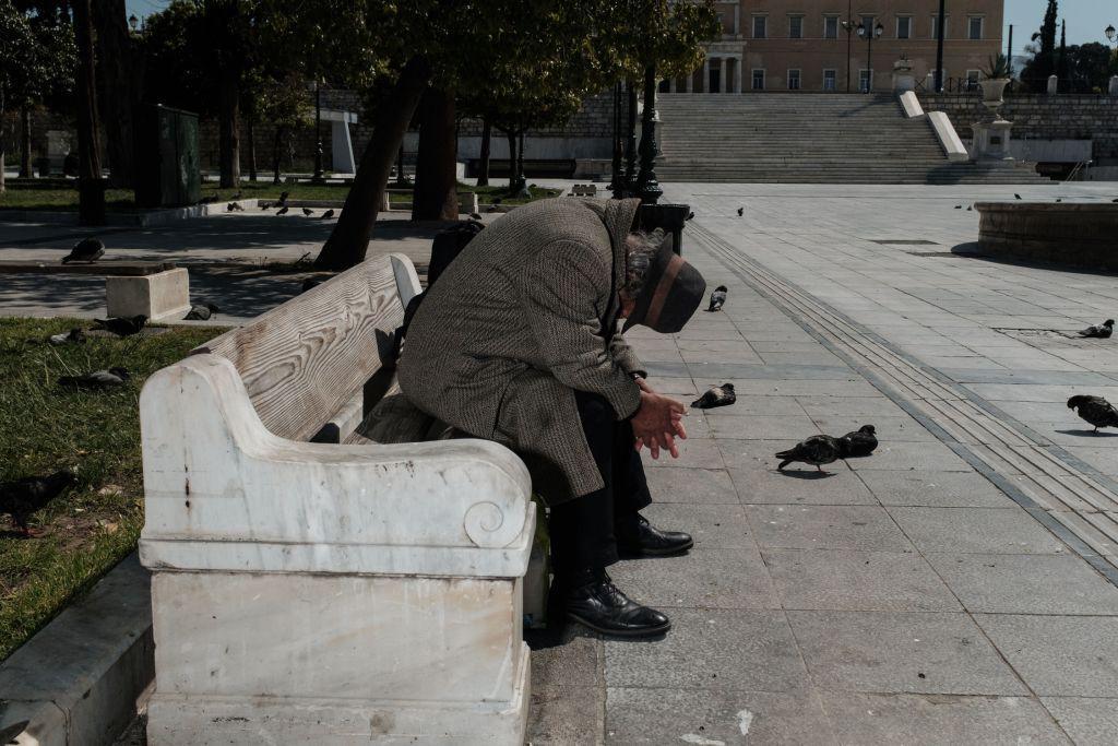 Κοροναϊός : Τι σχεδιάζουν οι Έλληνες για μετά τη λήξη της καραντίνας