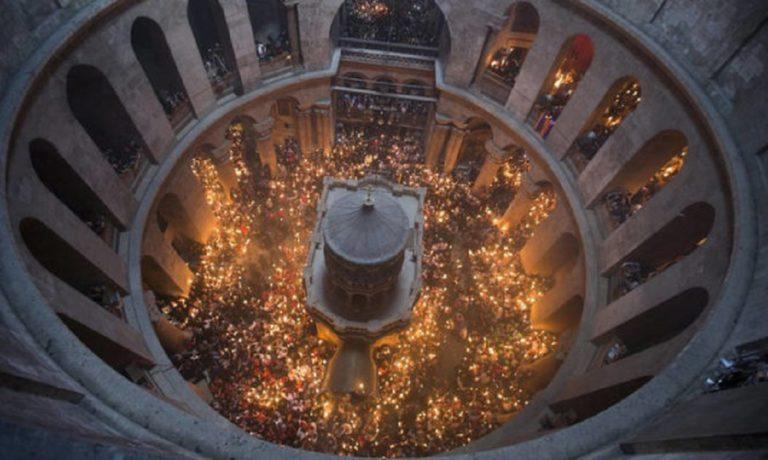 Αγιο Φως: Ζωντανά από τον Πανάγιο Τάφο η τελετή της αφής