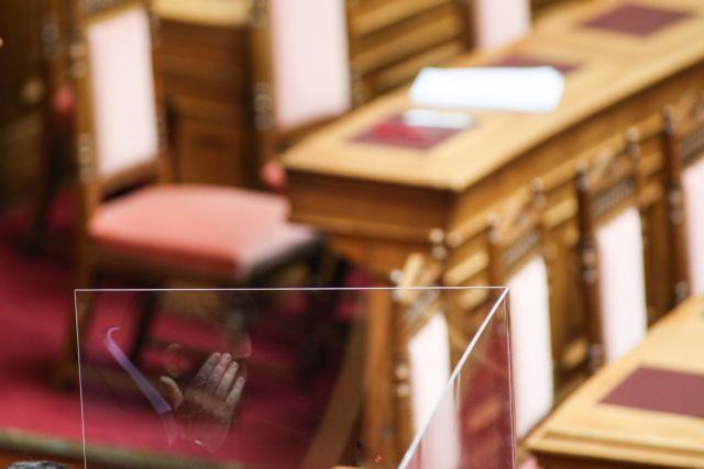 Κοροναϊός : Ο φόβος των συνεπειών από την άρση της καραντίνας διχάζει κυβέρνηση και αντιπολίτευση