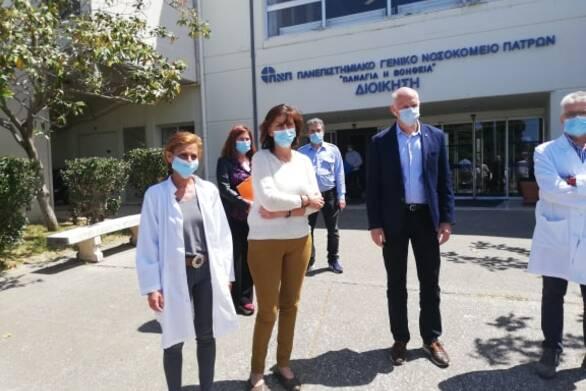 Κοροναϊός : Στο νοσοκομείο της Πάτρας επισκέφτηκε ο Γ. Παπανδρέου – Το ευχαριστώ στους γιατρούς
