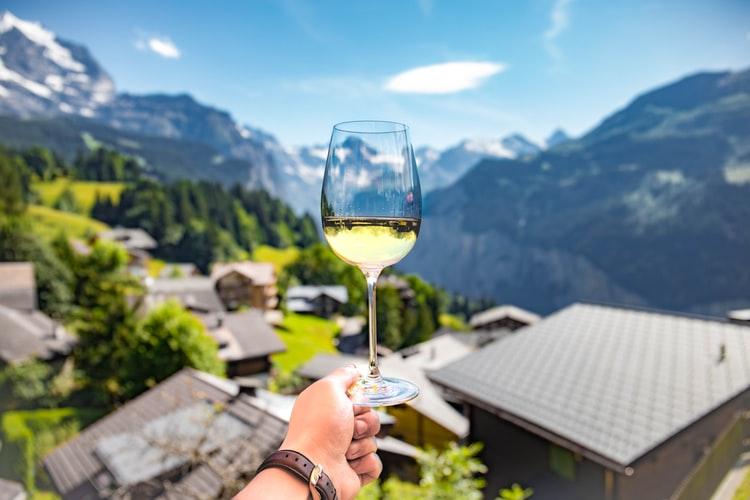 Αντιδρούν οι οινοποιοί – Ζητούν μείωση ΦΠΑ και στο κρασί