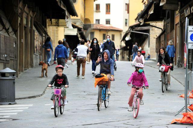 Ιταλία: Τριπλή νίκη απέναντι στον κοροναϊό – Μείωση θυμάτων, κρουσμάτων και ασθενών σε ΜΕΘ | in.gr