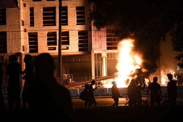 Τζορτζ Φλόιντ : Θανατική ποινή για τους αστυνομικούς ζητά ο αδερφός του νεκρού Αφροαμερικανού | in.gr