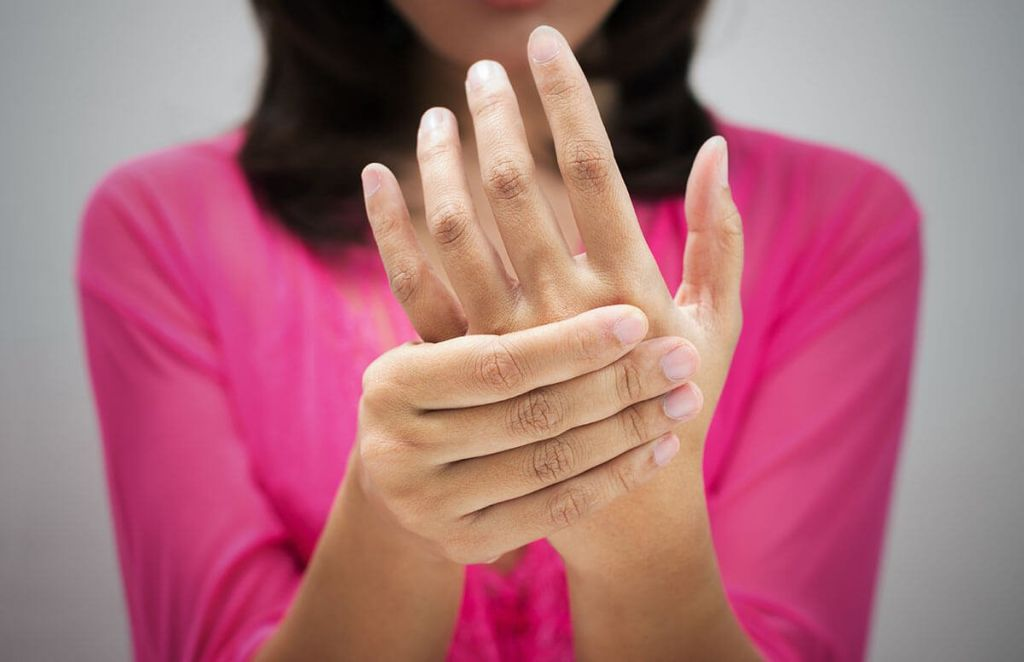 Μούδιασμα χεριών : Σε τι μπορεί να οφείλεται