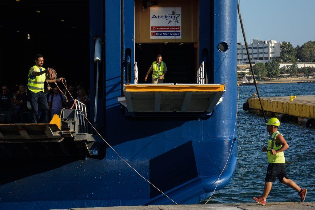 ΙΧ έπεσε στο λιμάνι του Πειραιά – Επέβαιναν ένας 22χρονος και μια 18χρονη
