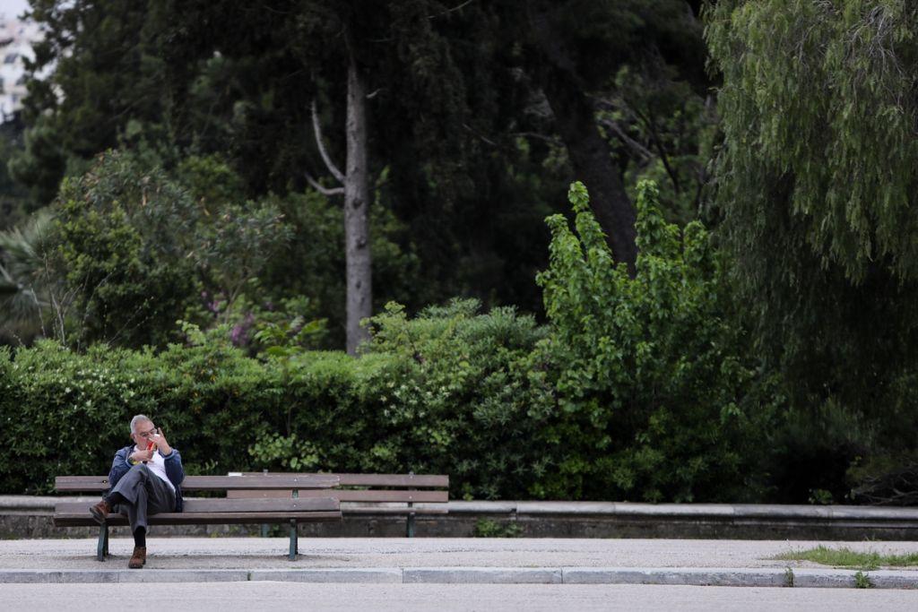 Κοροναϊός : Ελεύθερη Ελλάδα, αλλά με αυστηρές συστάσεις, μάσκες και αγωνία   in.gr