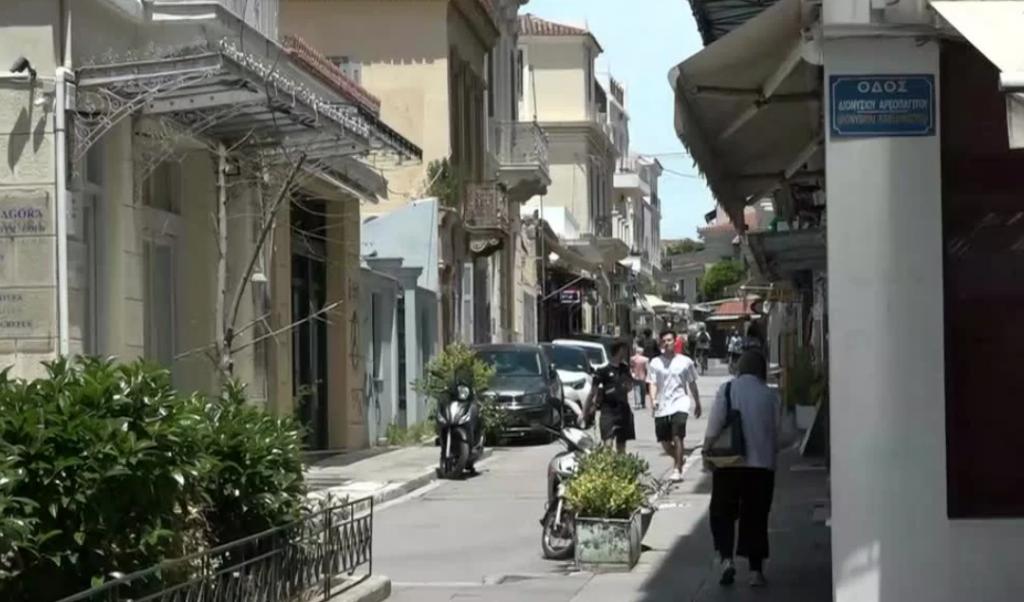 Χωρίς τουρίστες η Αθήνα εν μέσω τουριστικής σεζόν