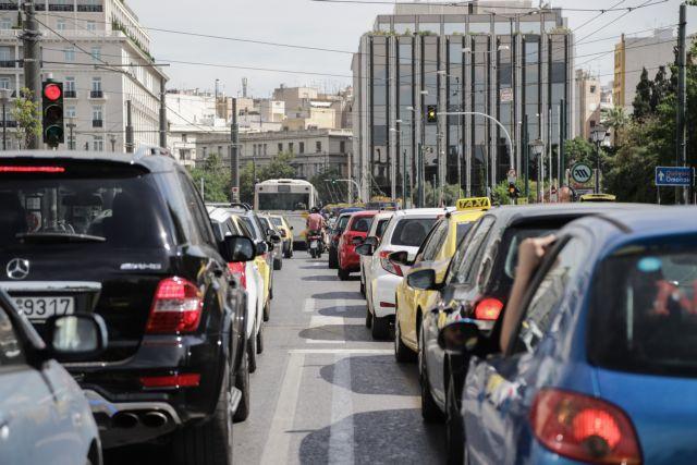 Στο «κόκκινο» το κέντρο της Αθήνας λόγω κίνησης στους δρόμους