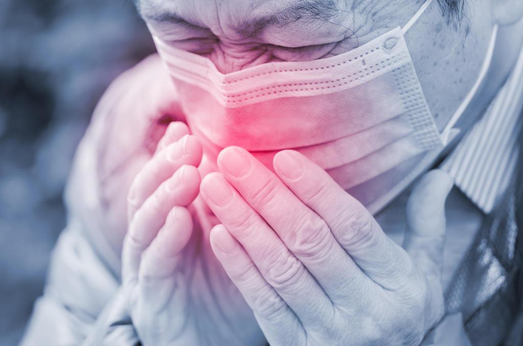 Νέα έρευνα: Έως ένα μέτρο φτάνουν σταγονίδια ανθρώπου με μάσκα που βήχει