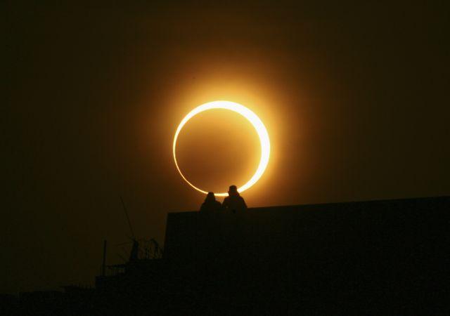 Δακτυλιοειδής έκλειψη ηλίου την Κυριακή – Πώς θα την παρακολουθήσετε