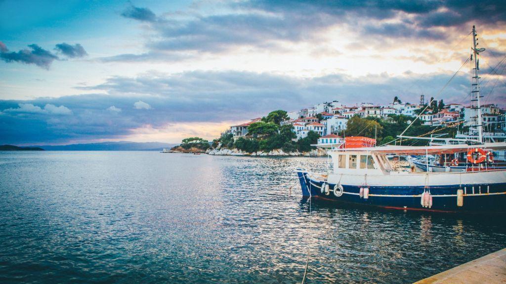 Κοροναϊός: Πιθανά τα τοπικά lockdown στα νησιά – Ανησυχία για τις μεταλλάξεις του ιού