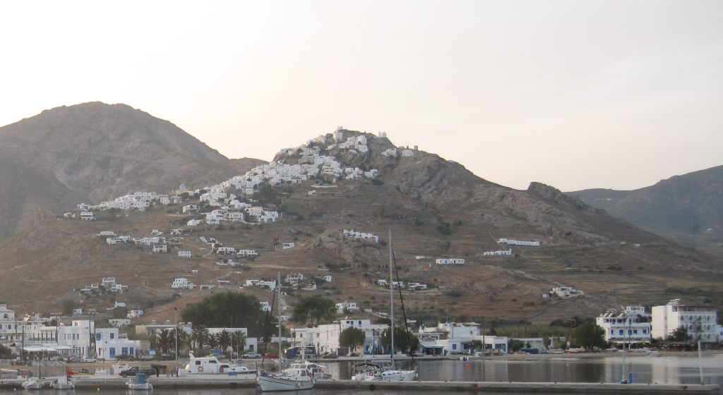 Σέριφος: Ταχύπλοο προσέκρουσε σε βράχια – Δύο τραυματίες