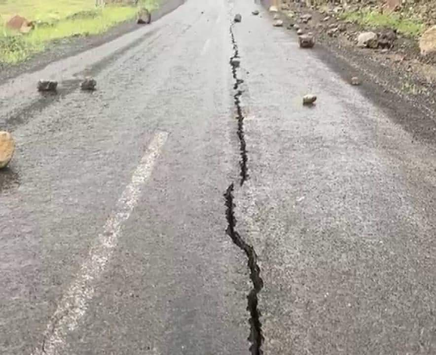 Τουρκία: Ένας νεκρός από τον σεισμό – Κατέρρευσαν 10 σπίτια, άνοιξαν στα δύο οι δρόμοι
