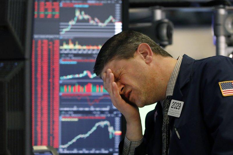 Πανικός γκρεμίζει τη Wall Street – Πτώση 1.861 μονάδων για τον Dow Jones