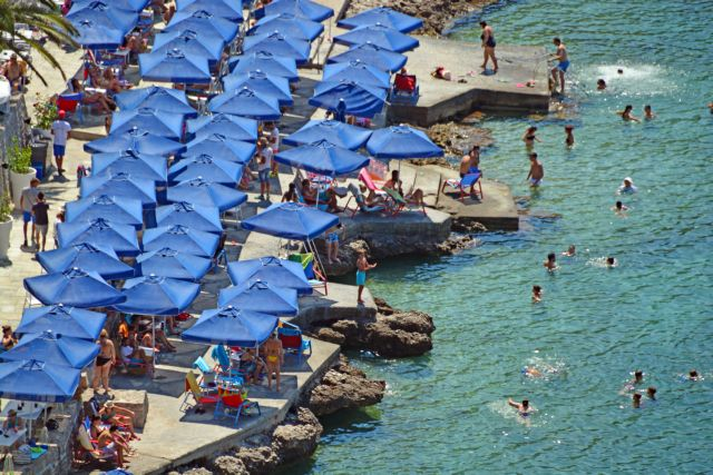 Καιρός: Ο καύσωνας σαρώνει την Ελλάδα – Πού θα κάνει 40αρια σήμερα