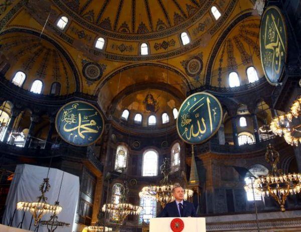 Αγία Σοφία : Ο Ερντογάν ρίχνει λάδι στη φωτιά