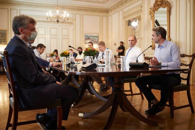 «Τρομάζει» η αύξηση των κρουσμάτων – Έκτακτη σύσκεψη στο Μαξίμου για τον κοροναϊό