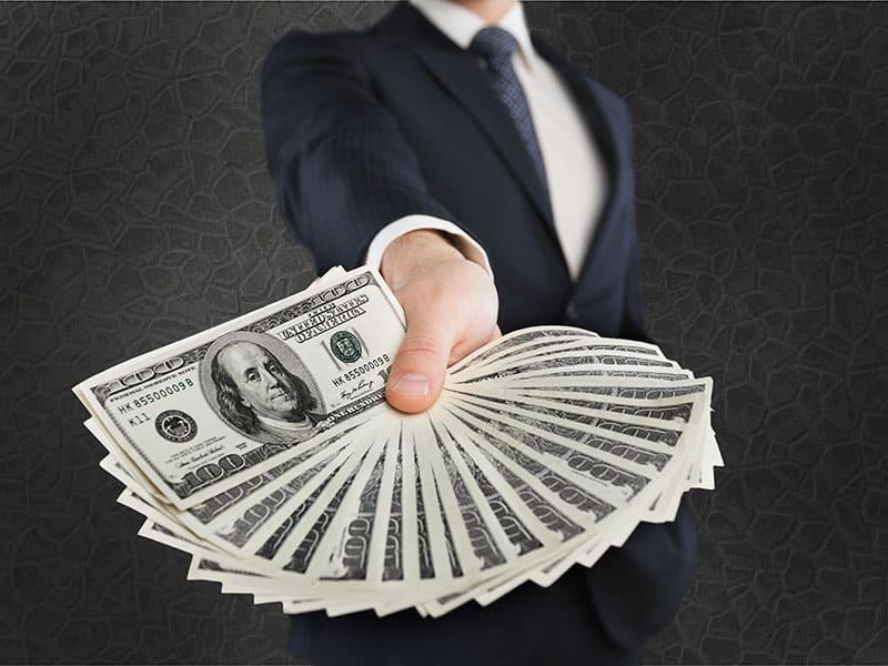 «Φορολογήστε μας»: Γιατί οι μεγιστάνες ζητούν να τους επιβληθεί φόρος
