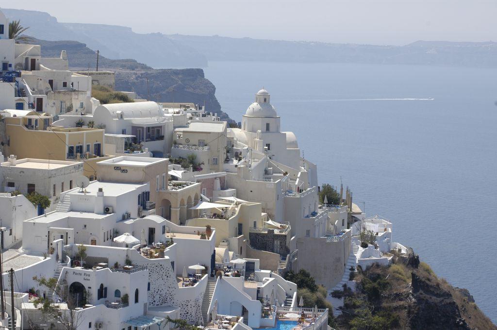 Σαντορίνη : Η πρέσβειρα του ελληνικού τουρισμού προσκαλεί τους Έλληνες στη Βεντέμα