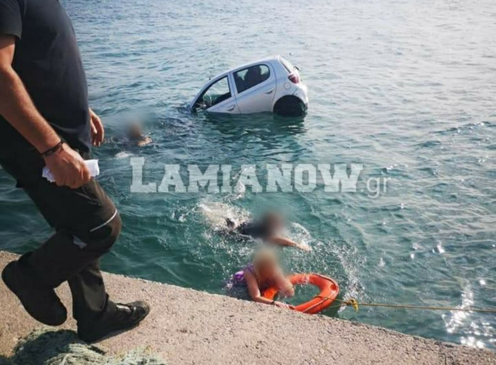 Απίστευτες εικόνες: Επιχείρησαν να μπουν στο πλοίο αλλά βρέθηκαν στη θάλασσα