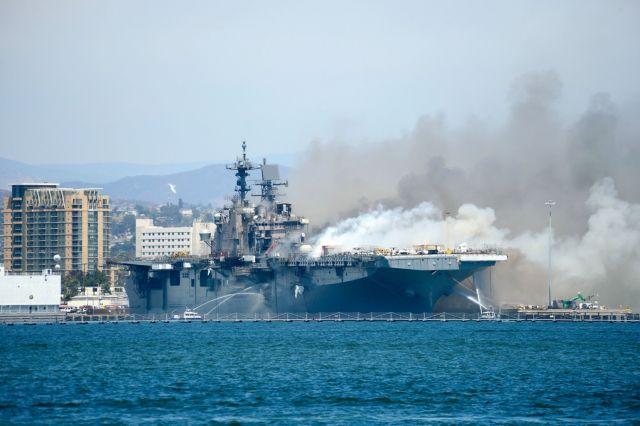 Έκρηξη και μεγάλη φωτιά σε πολεμικό πλοίο των ΗΠΑ –  21 τραυματίες [εικόνες σοκ]