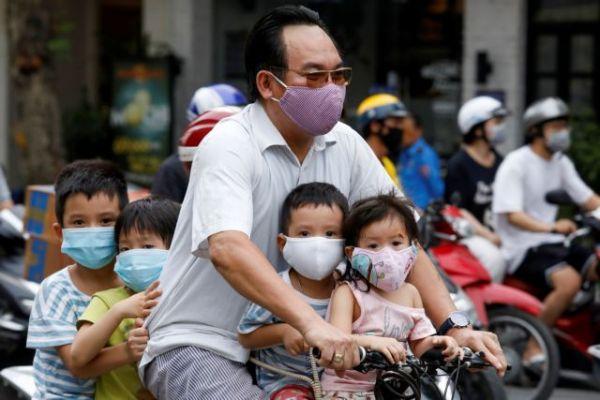 Κοροναϊός : Τα μικρά παιδιά μεταδίδουν τον ιό πιο εύκολα από τους ενήλικες